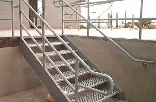 Металлические лестницы в подвал