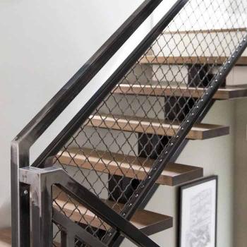 Стальная лестница на моно косоуре