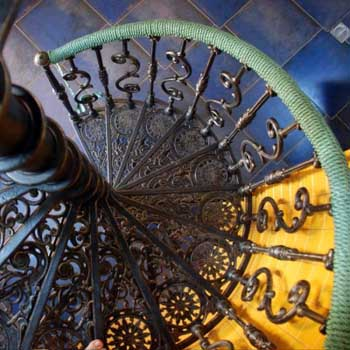 """Чугунная винтовая лестница """"вл-4101"""""""