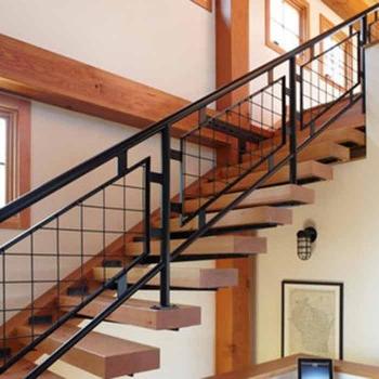 Подвесная лестница со крытым косоуром